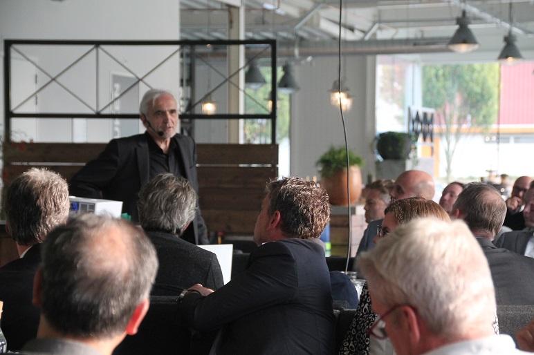 Jan Bommerez tijdens het New Builders Congres